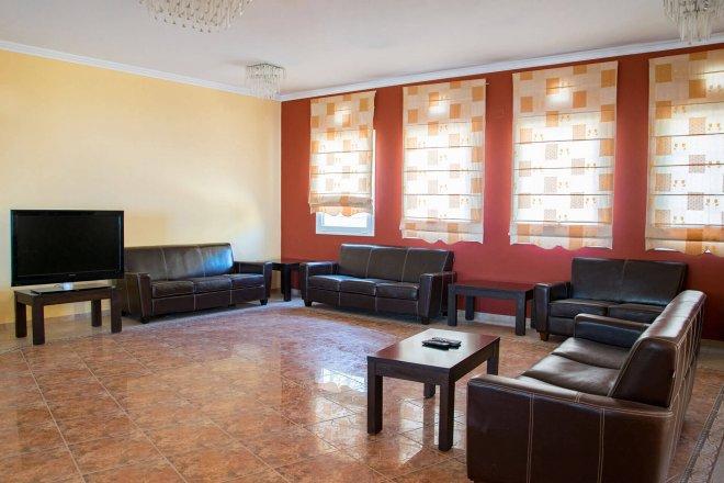 saint-catherine-lobby-2